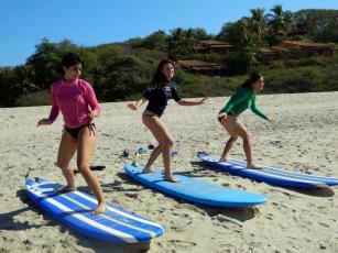 surf lesson surf theory on beach puerto escondido